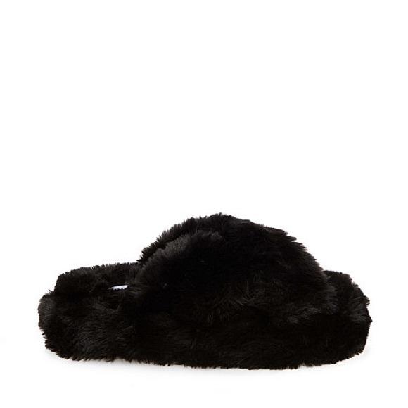 Steve Madden Shoes - Steve Madden• Fuzzy Slippers